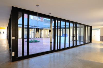 Patio interior la casa dels xuklis gentebakat 39 s blog for Casas con patio interior